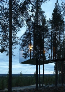 Mirror-Treehouse-In-Sweden-8