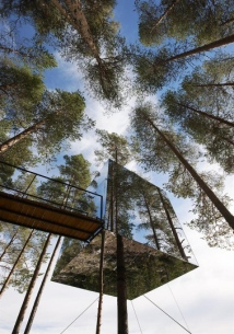 Mirror-Treehouse-In-Sweden-9