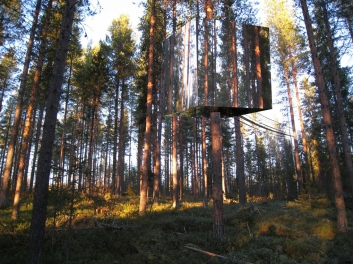 Sweden-Mirror-Treehouse-Design-1
