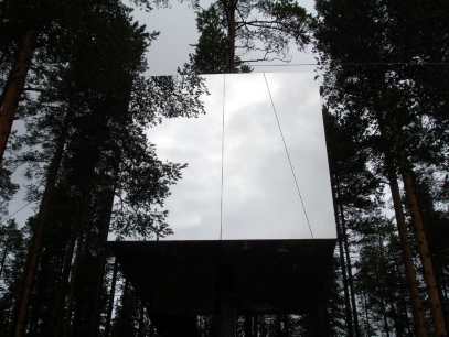 Sweden-Mirror-Treehouse-Design-2