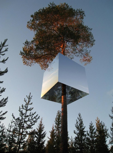 Sweden-Mirror-Treehouse-Design-4